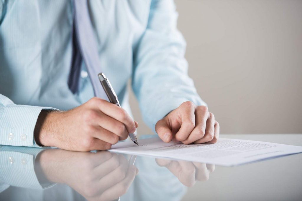 Image denoting someone signing a contract when buying a property in Spain
